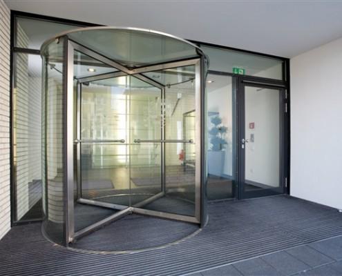 puerta giratoria