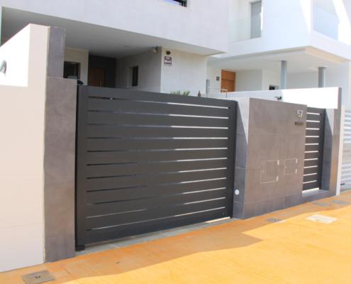 Puerta acceso exterior