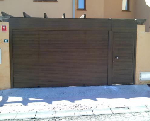 Puertas accesos exterior